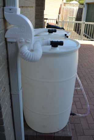 White Rain Barrel 220L / 55 Gallon Sealed Top With